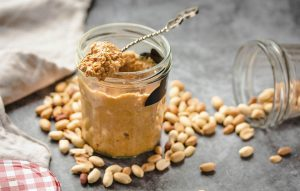 5 zdravých receptov s mandľovým a orechovým maslom